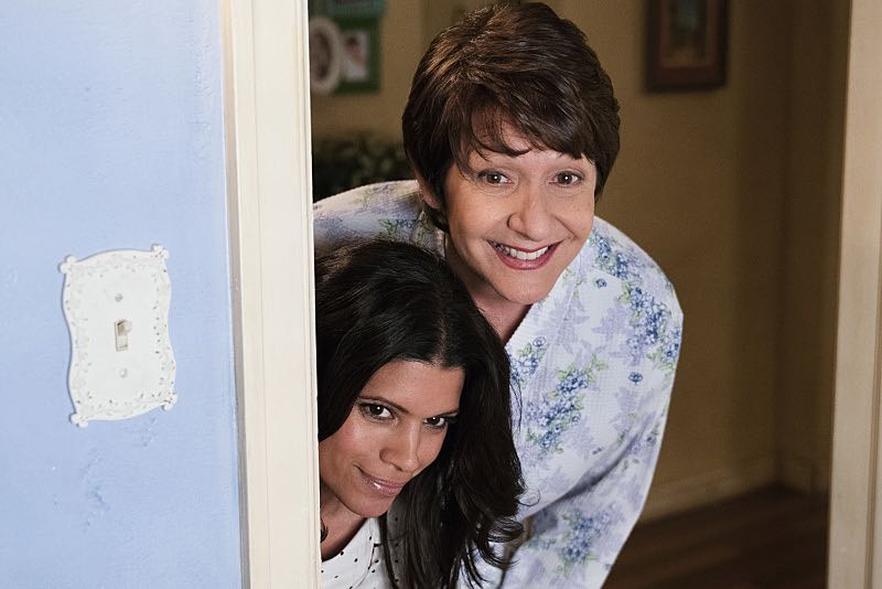 """Jane The Virgin -- """"Chapter Forty-Six"""" -- Image Number: JAV302b_332.jpg -- Pictured (L-R): Andrea Navedo as Xo and Ivonne Coll as Alba -- Photo: Michael Desmond/The CW -- © 2016 The CW Network, LLC. All rights reserved."""