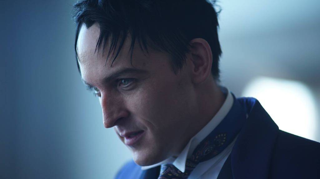 """GOTHAM: Robin Lord Taylor in the """"Mad City: Follow the White Rabbit"""" episode of GOTHAM airing Monday, Oct. 24 (8:00-9:01 PM ET/PT) on FOX. ©2016 Fox Broadcasting Co. Cr: Nicole Rivelli/FOX."""