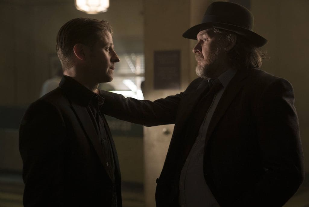 """GOTHAM: L-R: Ben McKenzie and Donal Logue in the """"Mad City: Follow the White Rabbit"""" episode of GOTHAM airing Monday, Oct. 24 (8:00-9:01 PM ET/PT) on FOX. ©2016 Fox Broadcasting Co. Cr: Jessica Miglio/FOX."""