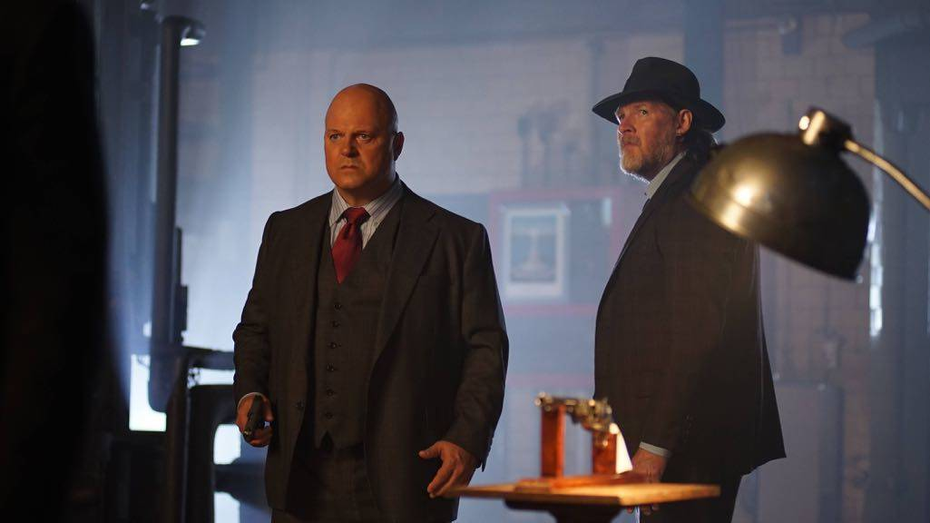"""GOTHAM: L-R: Michael Chiklis and Donal Logue in the """"Mad City: Follow the White Rabbit"""" episode of GOTHAM airing Monday, Oct. 24 (8:00-9:01 PM ET/PT) on FOX. ©2016 Fox Broadcasting Co. Cr: Nicole Rivelli/FOX."""