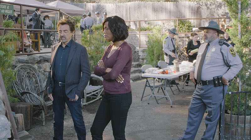 """""""Keeper"""" -- The BAU team searches for a serial killer along the Appalachian Trail in rural Virginia, on CRIMINAL MINDS, Wednesday, Oct. 26 (9:00-10:00 PM, ET/PT), on the CBS Television Network. Pictured: Joe Mantegna (David Rossi), Aisha Tyler (Dr. Tara Lewis) Photo: CBS ©2016 CBS Broadcasting, Inc. All Rights Reserved"""