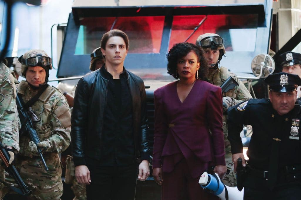 """QUANTICO - """"Kubark"""" - The trainees are put through a training drill that tests their stress levels while Alex tries to gather information and get close to Owen. Meanwhile, in the future, the terrorist organization demands a trade, a move that could possibly end the stand-off, on """"Quantico,"""" airing SUNDAY, OCTOBER 23 (10:00-11:00 p.m. EDT), on the ABC Television Network. (ABC/Giovanni Rufino) DEREK KLENA, AUNJANUE ELLIS, BENJAMIN JONES"""