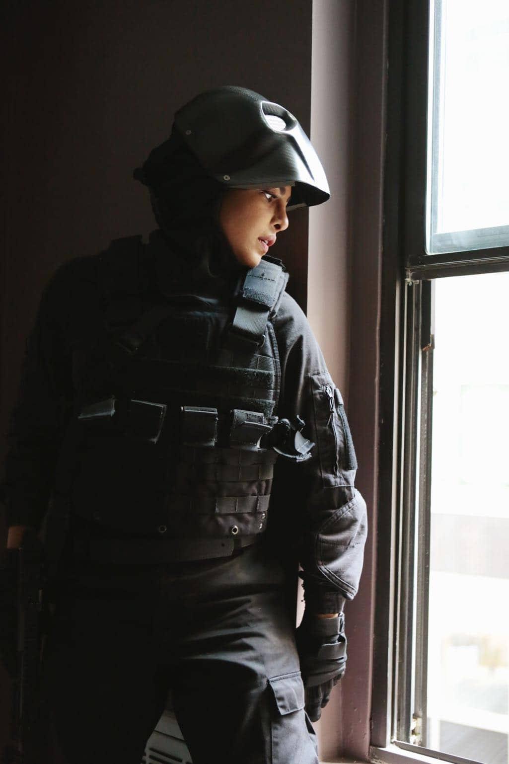 """QUANTICO - """"Kubark"""" - The trainees are put through a training drill that tests their stress levels while Alex tries to gather information and get close to Owen. Meanwhile, in the future, the terrorist organization demands a trade, a move that could possibly end the stand-off, on """"Quantico,"""" airing SUNDAY, OCTOBER 23 (10:00-11:00 p.m. EDT), on the ABC Television Network. (ABC/Giovanni Rufino) PRIYANKA CHOPRA"""
