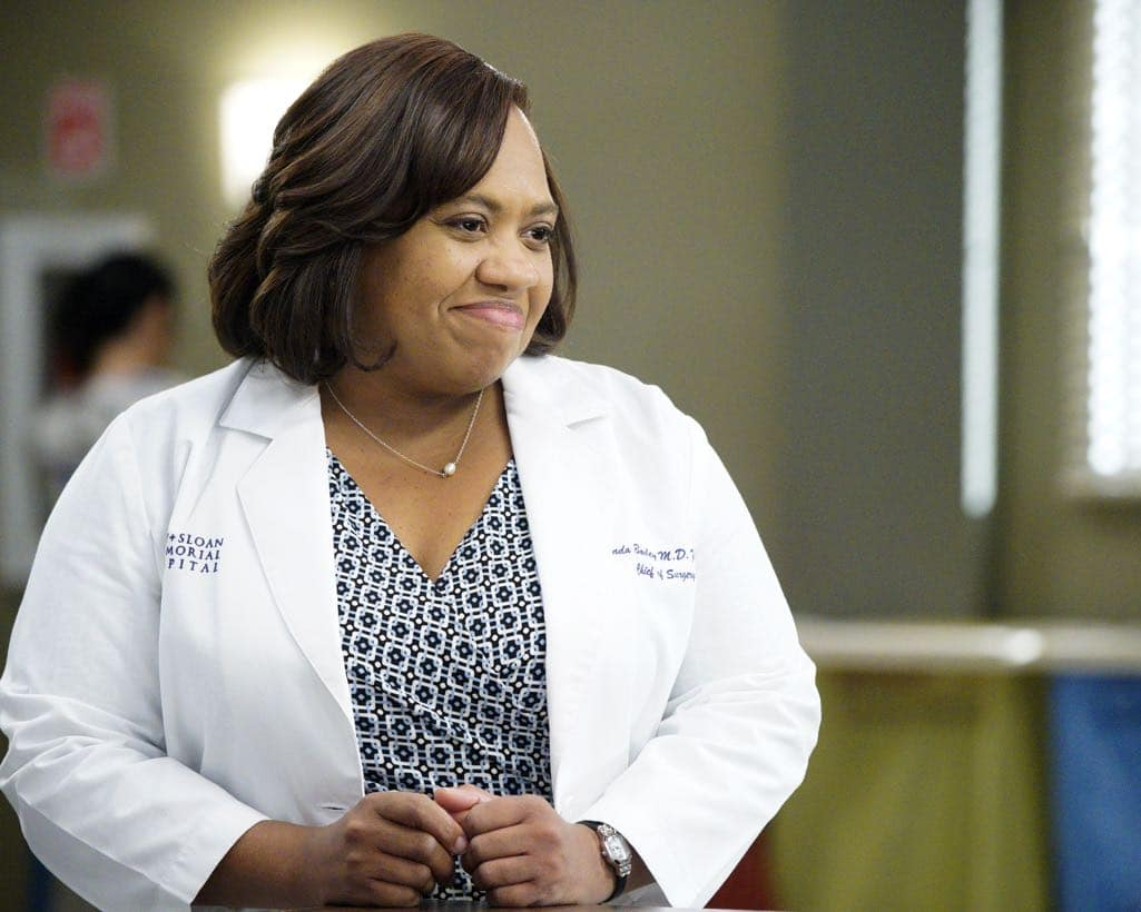 """GREY'S ANATOMY - """"Roar"""" - A familiar face returns to Grey Sloan, throwing many of the doctors for a loop. With Catherine putting on the pressure, Bailey has to make a decision about Alex while a tough ER case makes Amelia's bad day even worse, on """"Grey's Anatomy,"""" THURSDAY, OCTOBER 27 (8:00-9:00 p.m. EDT), on the ABC Television Network. (ABC/Jennifer Clasen) CHANDRA WILSON"""