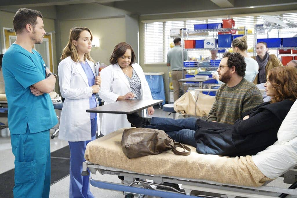 """GREY'S ANATOMY - """"Roar"""" - A familiar face returns to Grey Sloan, throwing many of the doctors for a loop. With Catherine putting on the pressure, Bailey has to make a decision about Alex while a tough ER case makes Amelia's bad day even worse, on """"Grey's Anatomy,"""" THURSDAY, OCTOBER 27 (8:00-9:00 p.m. EDT), on the ABC Television Network. (ABC/Jennifer Clasen) JUSTIN CHAMBERS, CAMILLA LUDDINGTON, CHANDRA WILSON, BRIDGID BRANNAGH"""