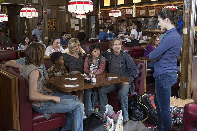 Arden Myrin as Delores, William H. Macy as Frank Gallagher and Emmy Rossum as Fiona Gallagher in Shameless (Season 7, episode 3) - Photo: Cliff Lipson/SHOWTIME - Photo ID: shameless_703_0430