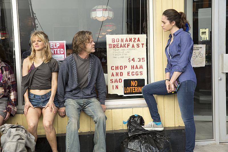 Arden Myrin as Delores, William H. Macy as Frank Gallagher and Emmy Rossum as Fiona Gallagher in Shameless (Season 7, episode 3) - Photo: Cliff Lipson/SHOWTIME - Photo ID: shameless_703_0121