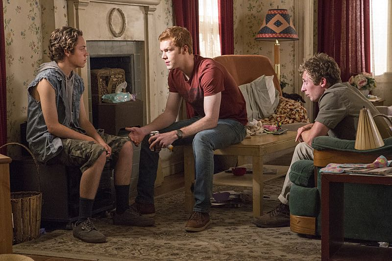 Ethan Cutkosky as Carl Gallagher, Cameron Monaghan as Ian Gallagher and Jeremy Allen White as Lip Gallagher in Shameless (Season 7, episode 3) - Photo: Paul Sarkis/SHOWTIME - Photo ID: shameless_703_3845