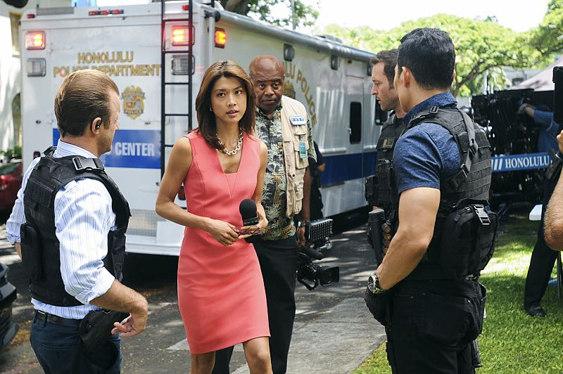 """""""Ke Kū 'Ana"""" -- When a cache of guns is stolen from a gun range, Five-0 discovers the culprit is intent on making a dramatic and potentially deadly statement on gun violence. Also, Kono and Adam are finally reunited when he is released from prison, on HAWAII FIVE-0, Friday, Oct. 21 (9:00-10:00 PM, ET/PT), on the CBS Television Network. (""""Ke Kū 'Ana"""" is Hawaiian for """"The Stand"""") Pictured left to right: Scott Caan as Danny """"Danno"""" Williams, Grace Park as Kono Kalakaua, Chi McBride as Lou Grover, Alex O'Loughlin as Steve McGarrett and Daniel Dae Kim as Chin Ho Kelly. Photo: Norman Shapiro/CBS ©2016 CBS Broadcasting, Inc. All Rights Reserved"""