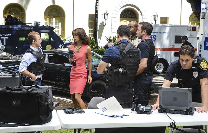 """""""Ke Kū 'Ana"""" -- When a cache of guns is stolen from a gun range, Five-0 discovers the culprit is intent on making a dramatic and potentially deadly statement on gun violence. Also, Kono and Adam are finally reunited when he is released from prison, on HAWAII FIVE-0, Friday, Oct. 21 (9:00-10:00 PM, ET/PT), on the CBS Television Network. (""""Ke Kū 'Ana"""" is Hawaiian for """"The Stand"""") Pictured left to right: Scott Caan as Danny """"Danno"""" Williams, Grace Park as Kono Kalakaua, Daniel Dae Kim as Chin Ho Kelly, Alex O'Loughlin as Steve McGarrett, Chi McBride as Lou Grover. Photo: Norman Shapiro/CBS ©2016 CBS Broadcasting, Inc. All Rights Reserved"""