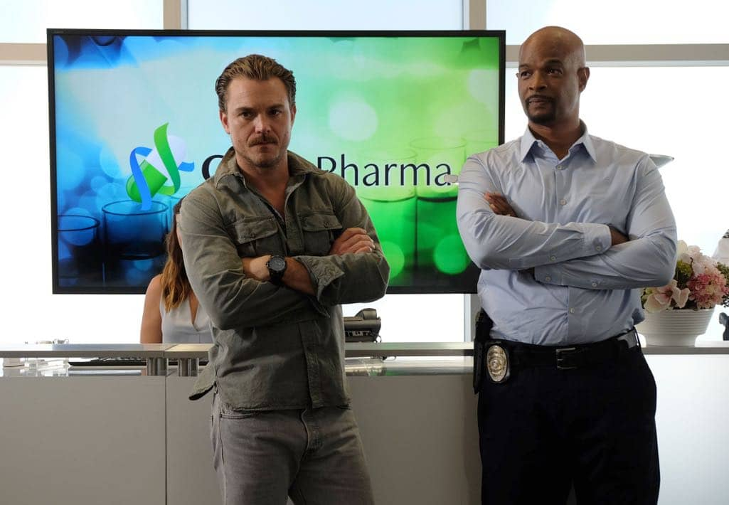 "LETHAL WEAPON: Pictured L-R: Clayne Crawford and Damon Wayans in the ""Spilt Milk"" episode of LETHAL WEAPON airing Wednesday, Oct. 19 (8:00-9:00 PM ET/PT) on FOX. ©2016 Fox Broadcasting Co. CR: Darren Michaels/FOX"