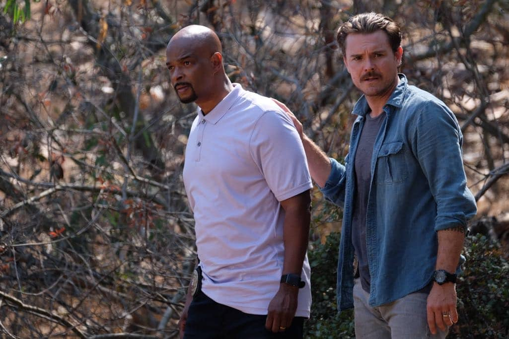 "LETHAL WEAPON: Pictured L-R: Damon Wayans and Clayne Crawford in the ""Spilt Milk"" episode of LETHAL WEAPON airing Wednesday, Oct. 19 (8:00-9:00 PM ET/PT) on FOX. ©2016 Fox Broadcasting Co. CR: Darren Michaels/FOX"