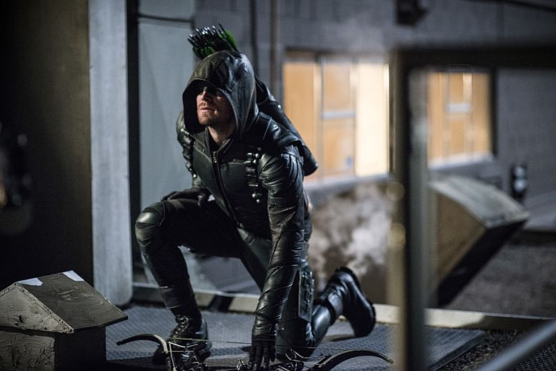 """Arrow -- """"A Matter Of Trust"""" -- Image AR503B_0306b.jpg --- Pictured: Stephen Amell as Green Arrow -- Photo: Diyah Pera/The CW -- © 2016 The CW Network, LLC. All Rights Reserved."""