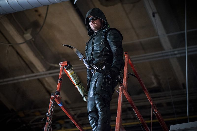 """Arrow -- """"A Matter Of Trust"""" -- Image AR503A_0151b.jpg --- Pictured: Stephen Amell as Green Arrow -- Photo: Diyah Pera/The CW -- © 2016 The CW Network, LLC. All Rights Reserved."""