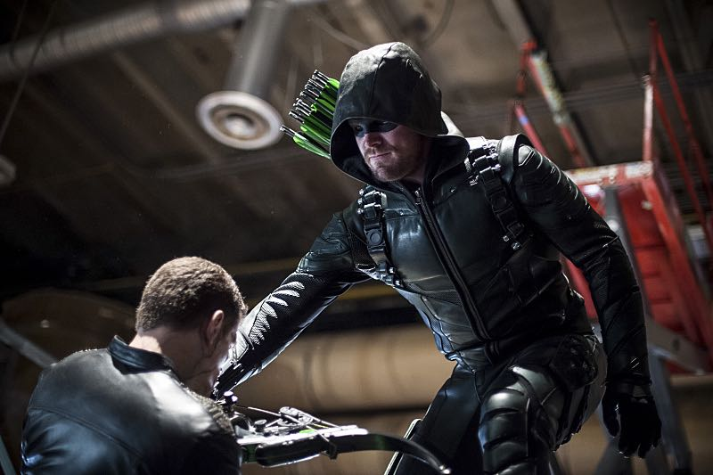 """Arrow -- """"A Matter Of Trust"""" -- Image AR503A_0222b.jpg --- Pictured: Stephen Amell as Green Arrow -- Photo: Diyah Pera/The CW -- © 2016 The CW Network, LLC. All Rights Reserved."""