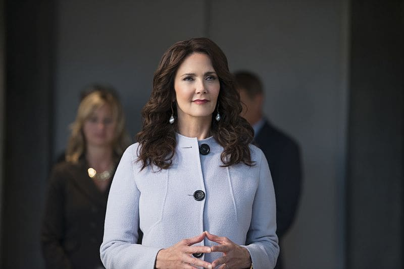 """Supergirl -- """"Welcome to Earth"""" -- Image SPG203c_0074 -- Pictured: Lynda Carter as President Olivia Marsdin -- Photo: Diyah Pera/The CW -- © 2016 The CW Network, LLC. All Rights Reserved"""