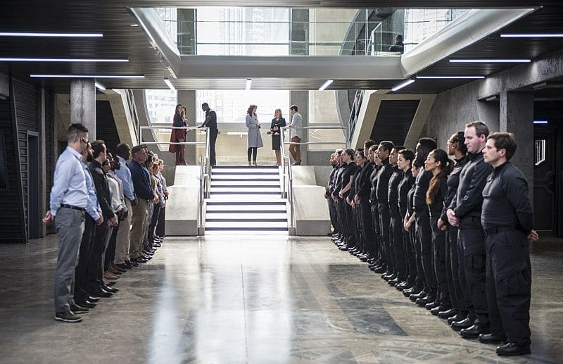 """Supergirl -- """"Welcome to Earth"""" -- Image SPG203c_0088 -- Pictured (L-R): Melissa Benoist as Kara/Supergirl, Chyler Leigh as Alex Danvers, David Harewood as Hank Henshaw, Lynda Carter as President Olivia Marsdin, and Jeremy Jordan as Winn Schott,-- Photo: Diyah Pera/The CW -- © 2016 The CW Network, LLC. All Rights Reserved"""