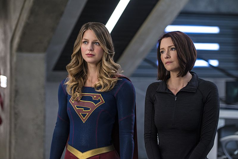 """Supergirl -- """"Welcome to Earth"""" -- Image SPG203c_0144 -- Pictured (L-R): Melissa Benoist as Kara/Supergirl and Chyler Leigh as Alex Danvers -- Photo: Diyah Pera/The CW -- © 2016 The CW Network, LLC. All Rights Reserved"""