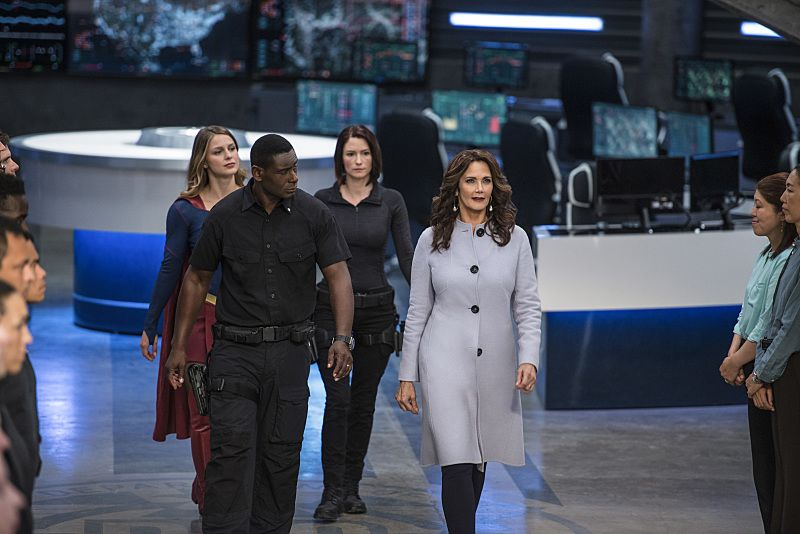 """Supergirl -- """"Welcome to Earth"""" -- Image SPG203c_0198 -- Pictured (L-R): Melissa Benoist as Kara/Supergirl, David Harewood as Hank Henshaw, Chyler Leigh as Alex Danvers, and Lynda Carter as President Olivia Marsdin -- Photo: Diyah Pera/The CW -- © 2016 The CW Network, LLC. All Rights Reserved"""