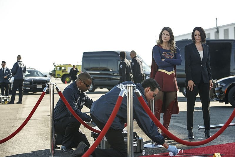 """Supergirl -- """"Welcome to Earth"""" -- Image SPG203b_0125 -- Pictured (L-R): Melissa Benoist as Kara/Supergirl and Chyler Leigh as Alex Danvers -- Photo: Bettina Strauss/The CW -- © 2016 The CW Network, LLC. All Rights Reserved"""