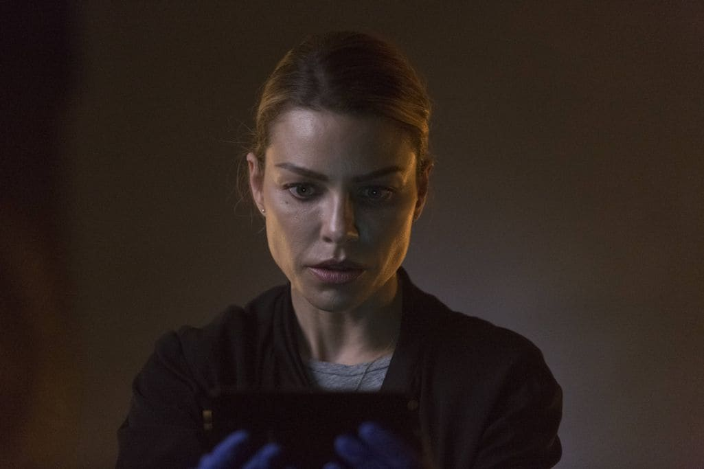 "LUCIFER: Lauren German in the ""Sin-Eater"" episode of LUCIFER airing Monday, Oct. 10 (9:01-10:00 PM ET/PT) on FOX. ©2016 Fox Broadcasting Co. Cr: Michael Courtney/FOX."
