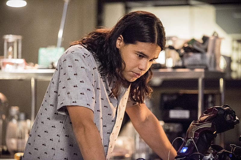 "The Flash -- ""Paradox"" -- Image: FLA302b_0278b.jpg -- Pictured: Carlos Valdes as Cisco Ramon -- Photo: Dean Buscher/The CW -- © 2016 The CW Network, LLC. All rights reserved."