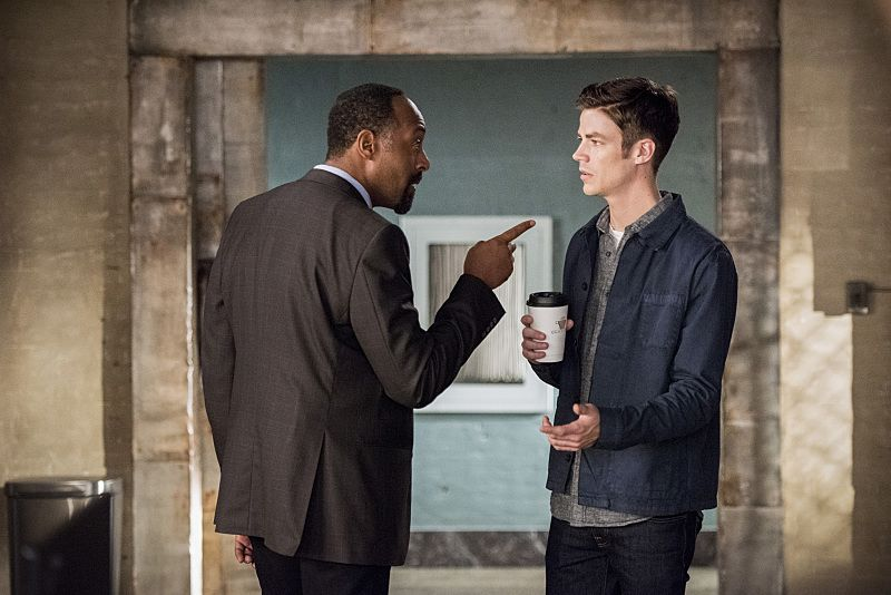 "The Flash -- ""Paradox"" -- Image: FLA302b_0051b.jpg -- Pictured (L-R): Jesse L. Martin as Detective Joe West and Grant Gustin as Barry Allen -- Photo: Dean Buscher/The CW -- © 2016 The CW Network, LLC. All rights reserved."