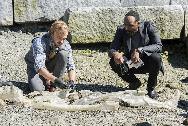 "The Flash -- ""Paradox"" -- Image: FLA302a_0023b.jpg -- Pictured (L-R): Tom Felton as Julian Albert and Jesse L. Martin as Detective Joe West -- Photo: Dean Buscher/The CW -- © 2016 The CW Network, LLC. All rights reserved."