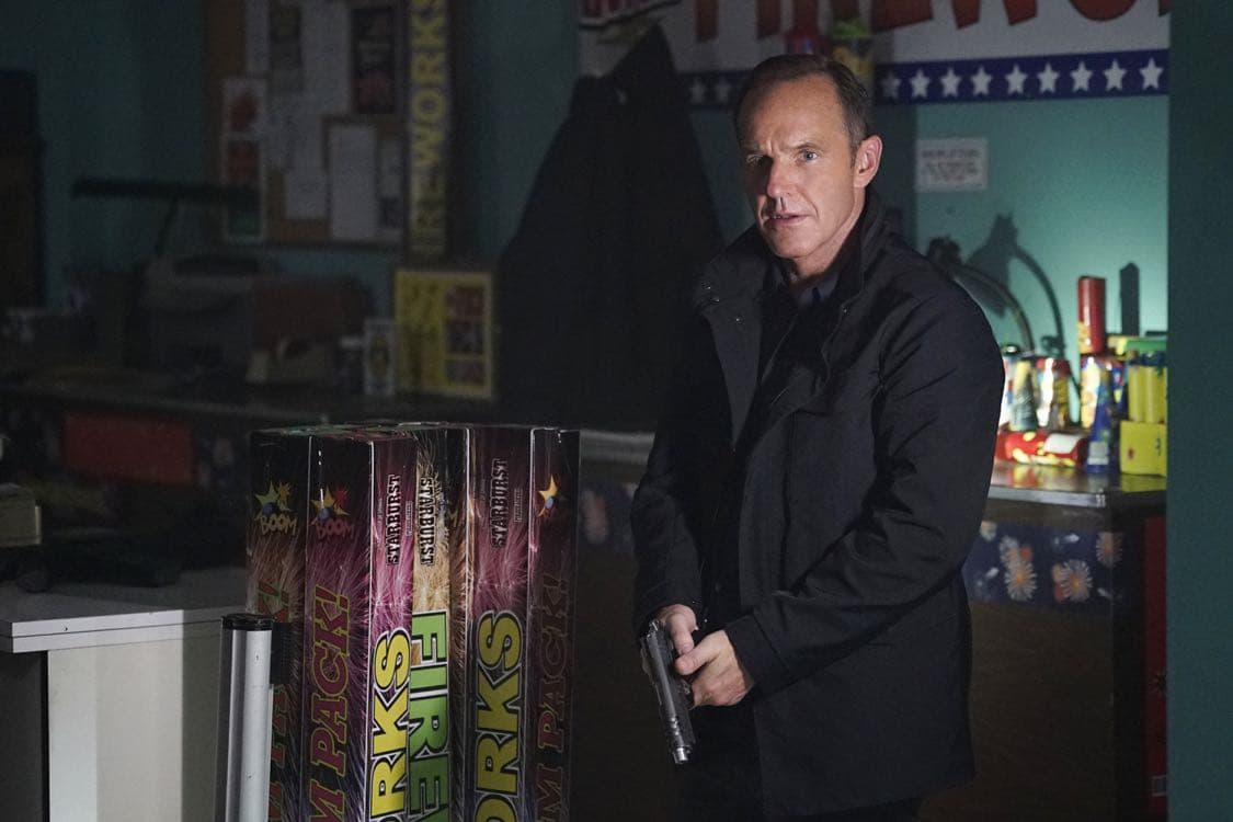 """MARVEL'S AGENTS OF S.H.I.E.L.D. - """"Let Me Stand Next to Your Fire"""" - As Ghost Rider's quest for vengeance brings him into an explosive confrontation with S.H.I.E.L.D., Coulson and Mack must rely on an unlikely ally in their time of desperate need; and Daisy reunites with a familiar face to stop the Watchdogs, on """"Marvel's Agents of S.H.I.E.L.D.,"""" TUESDAY, OCTOBER 18 (10:00-11:00 p.m. EDT), on the ABC Television Network. (ABC/Kelsey McNeal) CLARK GREGG"""