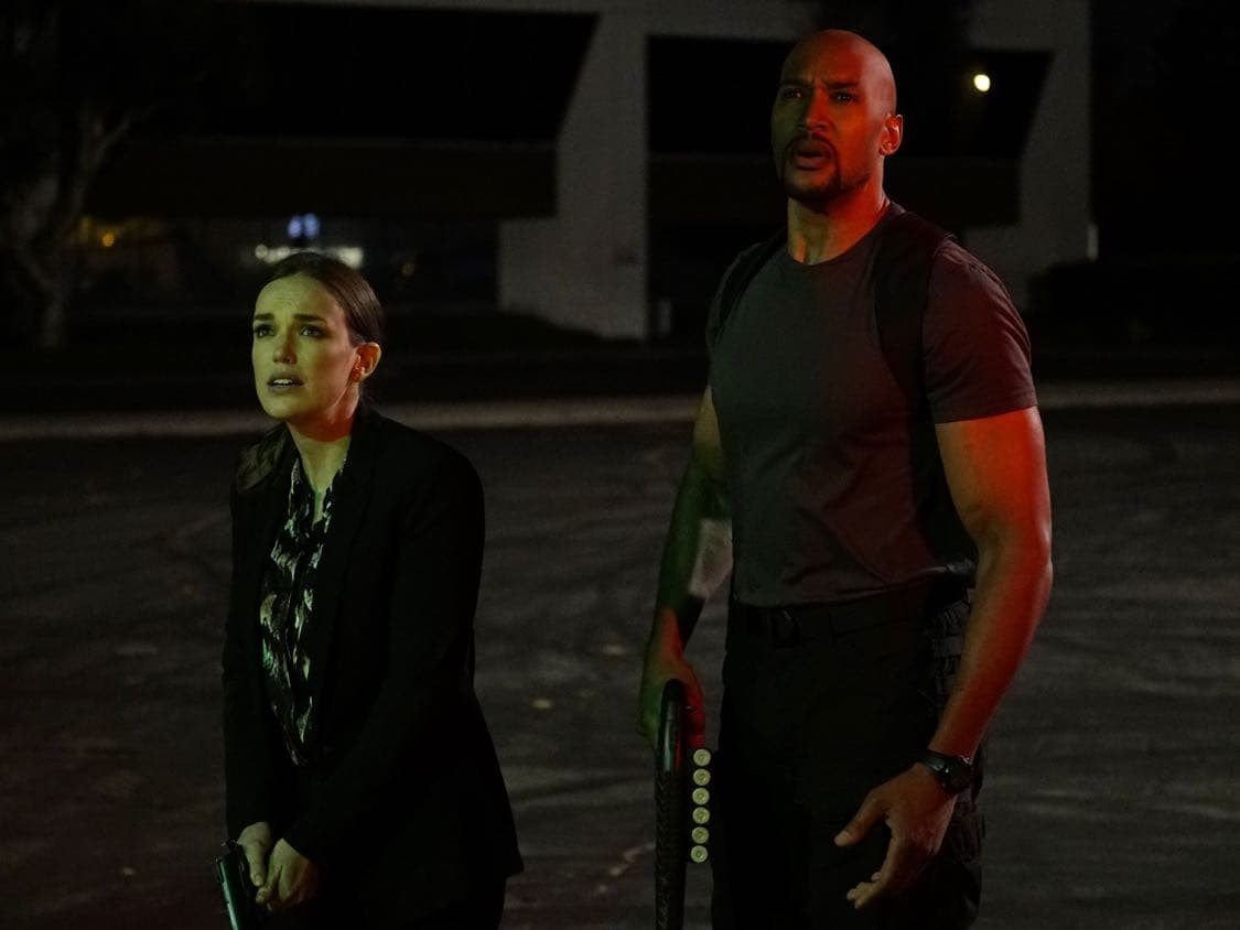 """MARVEL'S AGENTS OF S.H.I.E.L.D. - """"Let Me Stand Next to Your Fire"""" - As Ghost Rider's quest for vengeance brings him into an explosive confrontation with S.H.I.E.L.D., Coulson and Mack must rely on an unlikely ally in their time of desperate need; and Daisy reunites with a familiar face to stop the Watchdogs, on """"Marvel's Agents of S.H.I.E.L.D.,"""" TUESDAY, OCTOBER 18 (10:00-11:00 p.m. EDT), on the ABC Television Network. (ABC/Kelsey McNeal) ELIZABETH HENSTRIDGE, HENRY SIMMONS"""