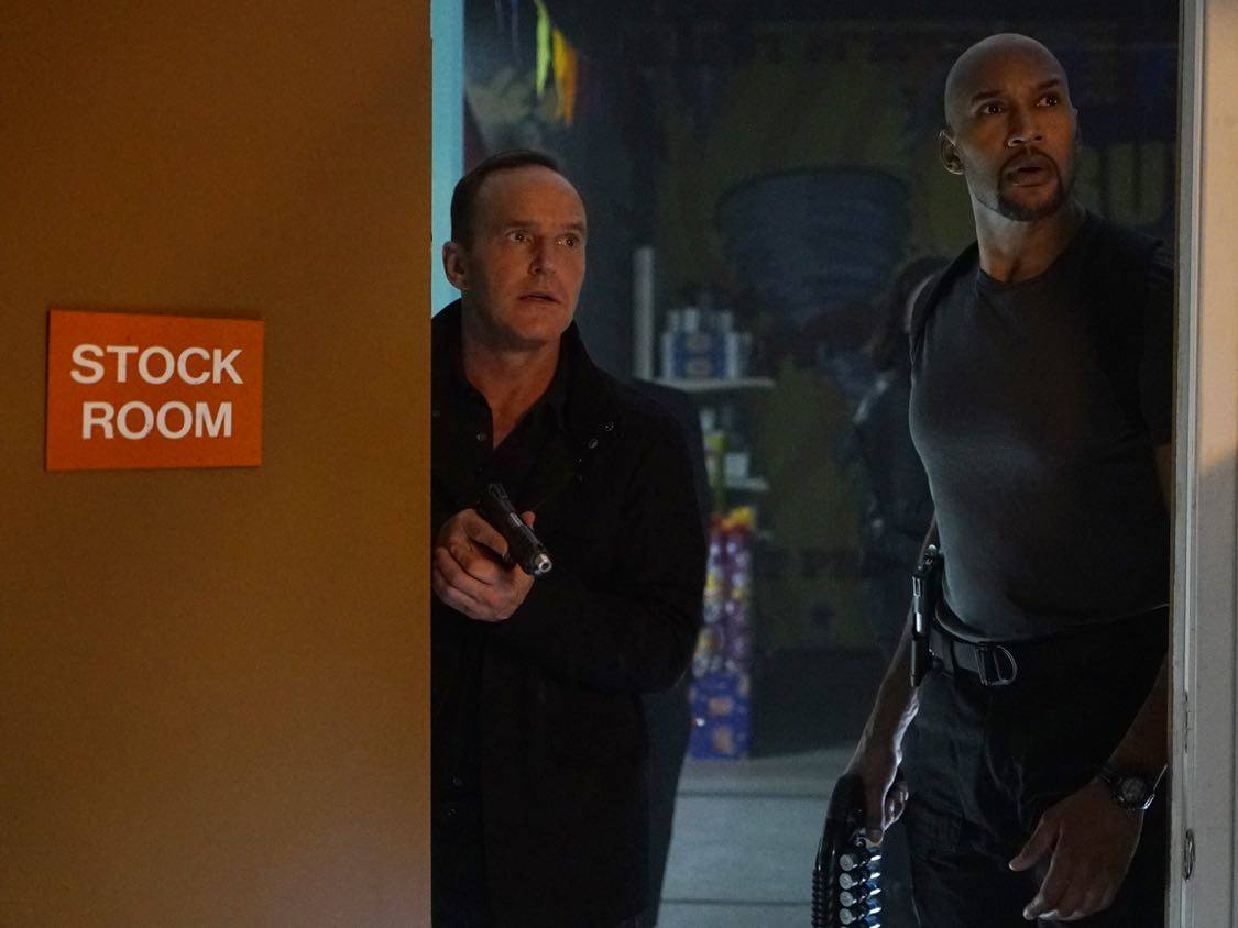"""MARVEL'S AGENTS OF S.H.I.E.L.D. - """"Let Me Stand Next to Your Fire"""" - As Ghost Rider's quest for vengeance brings him into an explosive confrontation with S.H.I.E.L.D., Coulson and Mack must rely on an unlikely ally in their time of desperate need; and Daisy reunites with a familiar face to stop the Watchdogs, on """"Marvel's Agents of S.H.I.E.L.D.,"""" TUESDAY, OCTOBER 18 (10:00-11:00 p.m. EDT), on the ABC Television Network. (ABC/Kelsey McNeal) CLARK GREGG, HENRY SIMMONS"""
