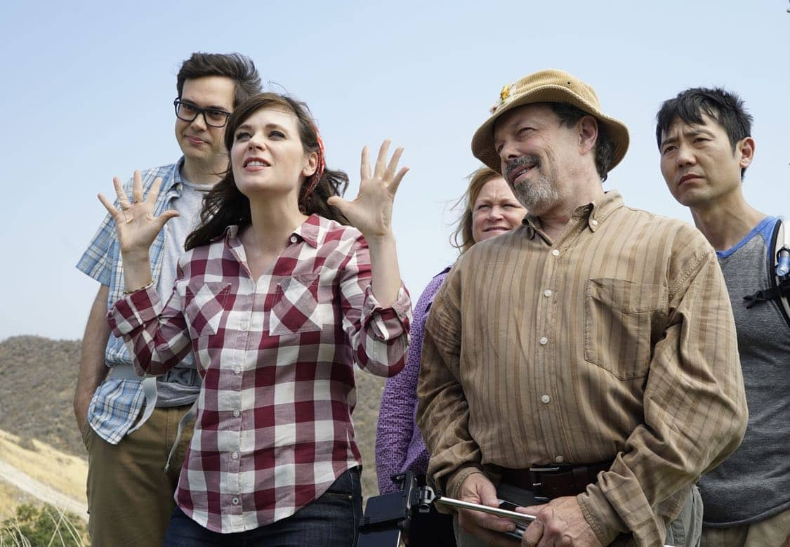 """NEW GIRL: L-R: Guest star Nelson Franklin, Zooey Deschanel, guest star Becky Thyre, guest star Curtis Armstrong and guest star Rob Yang in the """"Africa or Retractable S'mores Pole"""" episode of NEW GIRL airing Tuesday, Oct. 4 (8:30-9:00 PM ET/PT) on FOX. ©2016 Fox Broadcasting Co. Cr: Jennifer Clasen/FOX"""