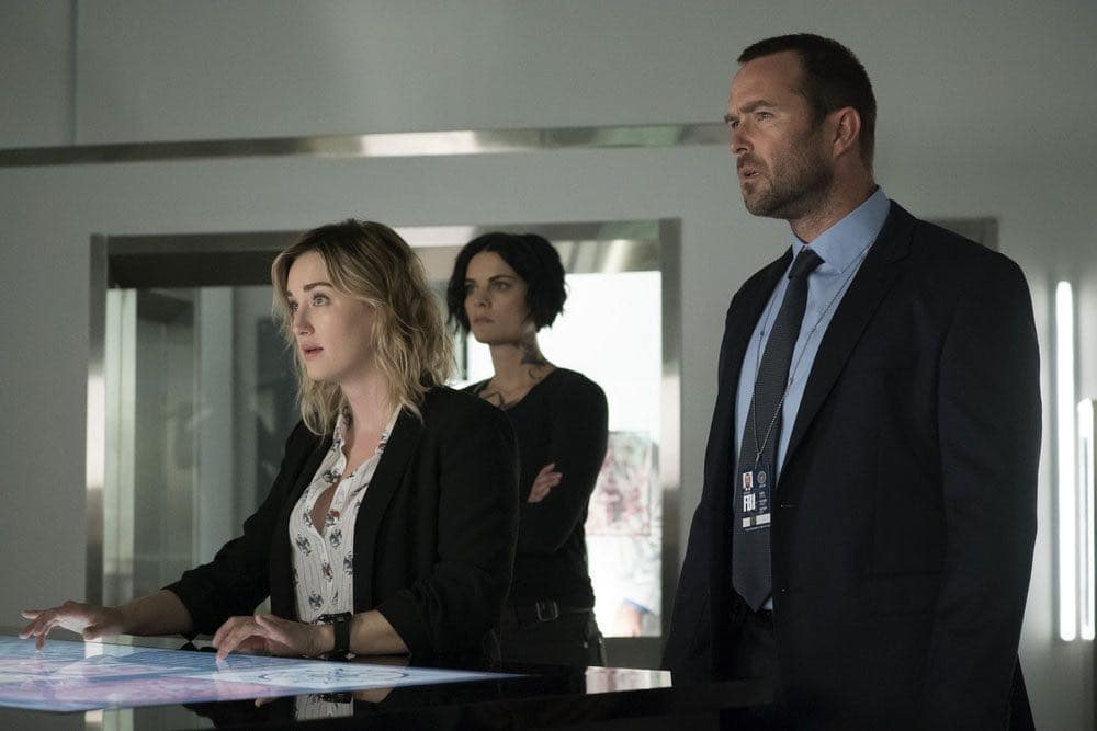 "BLINDSPOT -- ""Condone Untidiest Thefts"" Episode 205 -- Pictured: (l-r) Ashley Johnson as Patterson, Jaimie Alexander as Jane Doe, Sullivan Stapleton as Kurt Weller -- (Photo by: Peter Kramer/NBC)"