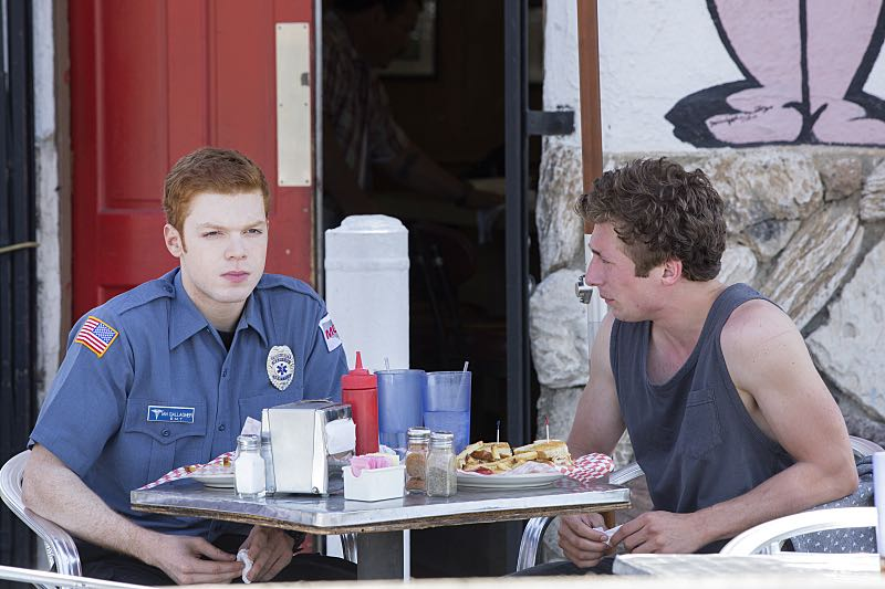 Cameron Monaghan as Ian Gallagher and Jeremy Allen White as Lip Gallagher in Shameless (Season 7, episode 2) - Photo: Cliff Lipson/SHOWTIME - Photo ID: shameless_702_2332