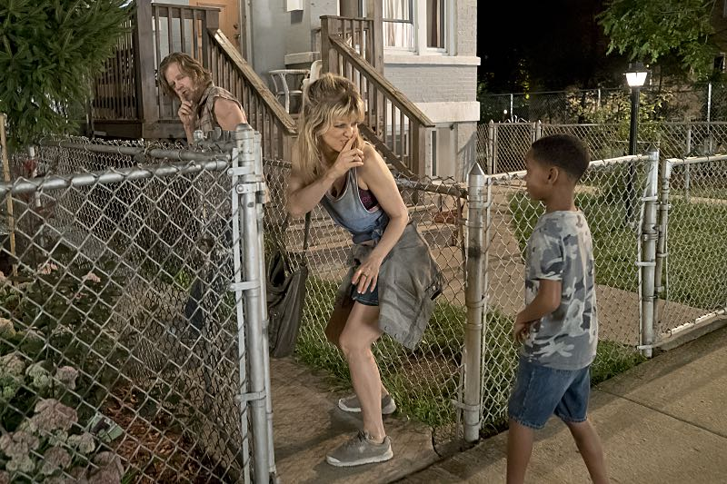 William H. Macy as Frank Gallagher and Arden Myrin as Delores in Shameless (Season 7, episode 2) - Photo: Chuck Hodes/SHOWTIME - Photo ID: shameless_702_c2879
