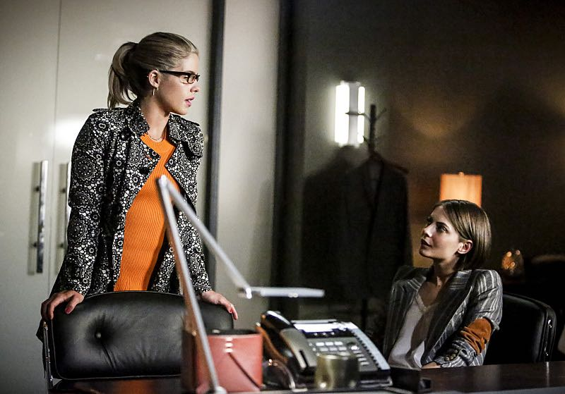 """Arrow -- """"The Recruits"""" -- Image AR502b_0121b.jpg -- Pictured (L-R): Emily Bett Rickards as Felicity Smoak and Willa Holland as Thea Queen -- Photo: Bettina Strauss/The CW -- © 2016 The CW Network, LLC. All Rights Reserved."""
