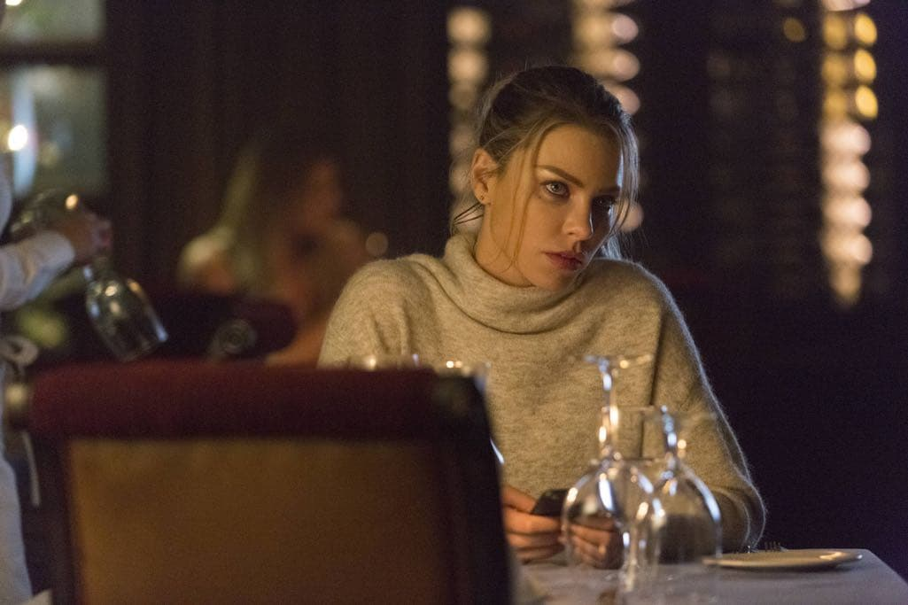 "LUCIFER: Lauren German in the ""Homewrecker"" episode of LUCIFER airing Monday, Nov. 21 (9:01-10:00 PM ET/PT) on FOX. ©2016 Fox Broadcasting Co. Cr: Michael Courtney/FOX."