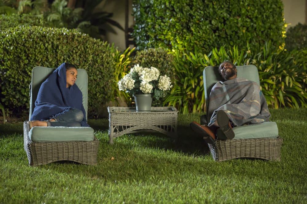 """THIS IS US -- """"The Best Washing Machine in the Whole World """" Episode 107 -- Pictured: (l-r) Susan Kelechi Watson as Beth, Ron Cephas Jones as William -- (Photo by: Ron Batzdorff/NBC)"""