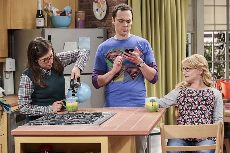 """""""The Brain Bowl Incubation"""" -- Pictured: Amy Farrah Fowler (Mayim Bialik), Sheldon Cooper (Jim Parsons) and Bernadette (Melissa Rauch). After a successful experiment combining their genes, Sheldon will stop at nothing to convince Amy they should procreate. Also, Koothrappali is embarrassed to tell the gang what the new woman he's dating does for a living, on THE BIG BANG THEORY, Thursday, Nov. 10 (8:00-8:31 PM, ET/PT), on the CBS Television Network. Photo: Michael Yarish/Warner Bros. Entertainment Inc. © 2016 WBEI. All rights reserved."""