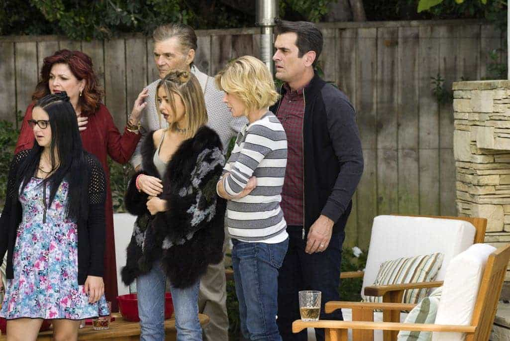 MODERN FAMILY Season 8 Episode 10 Photos 11