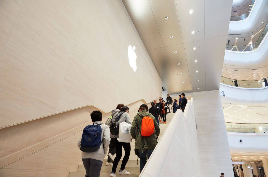 Apple Nanjing Jinmao Place is the first store in China to feature a stone staircase with integrated recessed handrails.