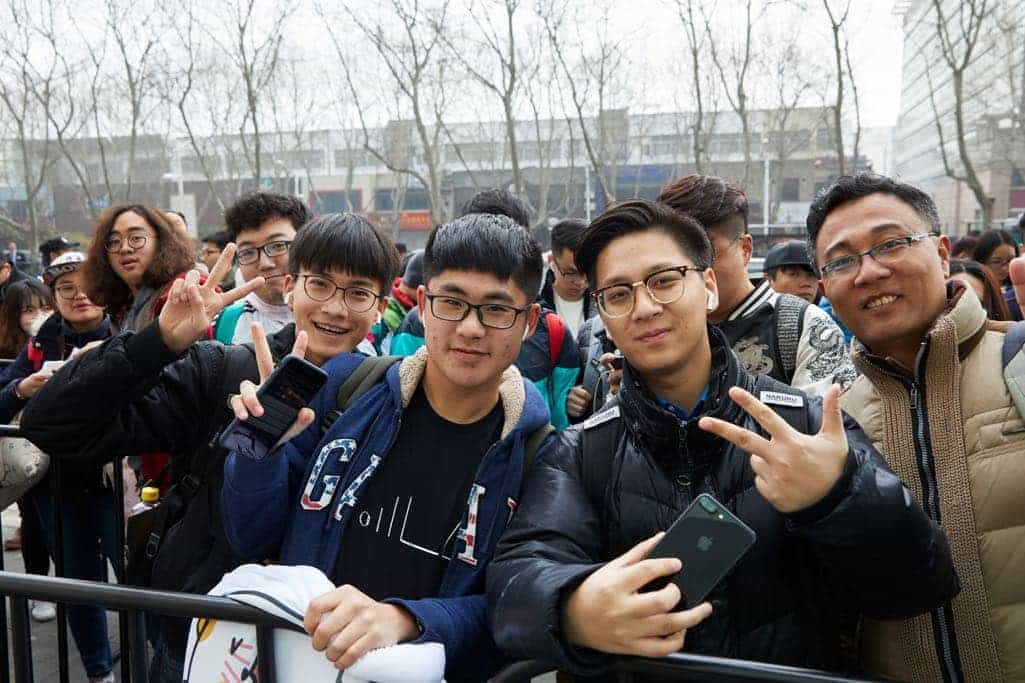 Customers lined up starting Thursday at the 90-by-30-foot glass storefront of Apple Nanjing Jinmao Place.