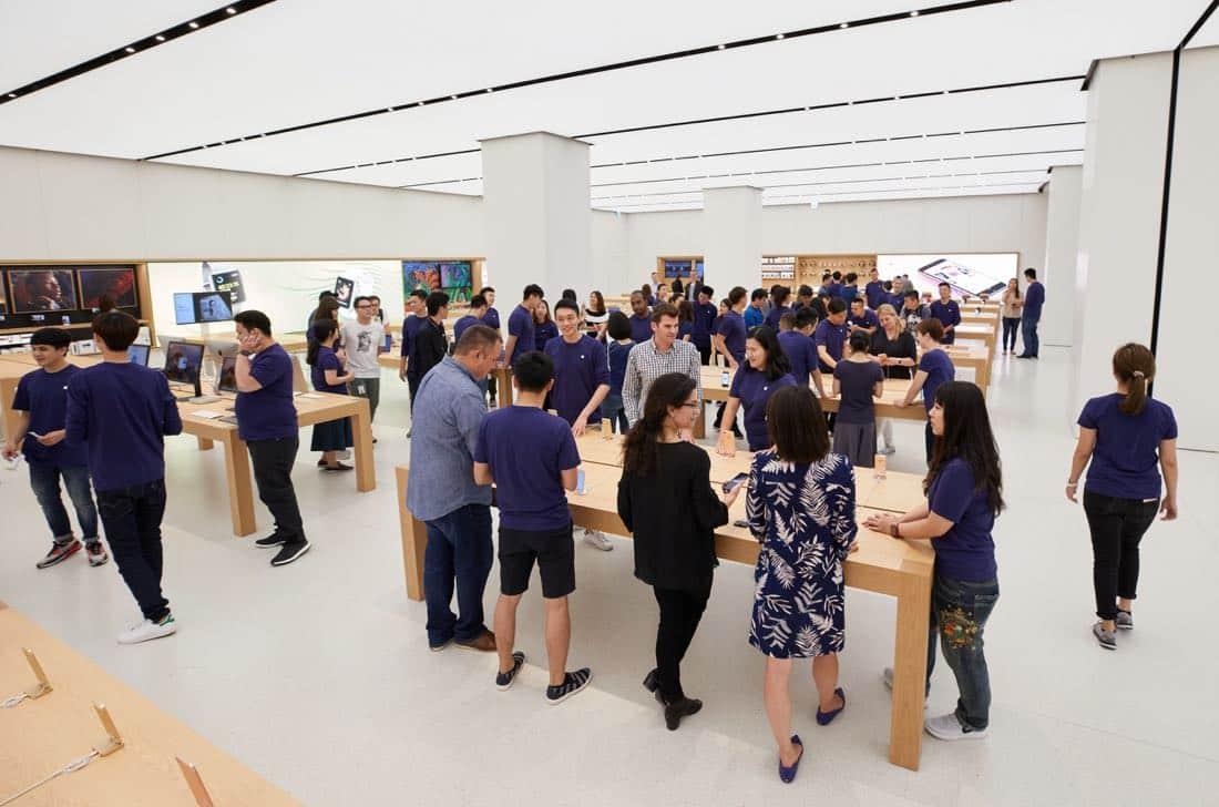 apple taipei 101 customers