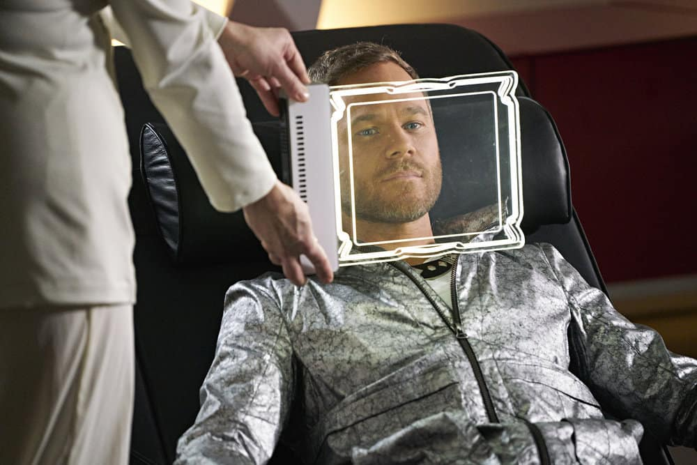 "KILLJOYS -- ""A Skinner, Darkley"" Episode 302 -- Pictured: Aaron Ashmore as John"