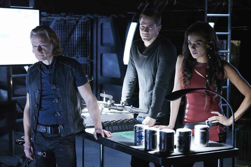 "KILLJOYS -- ""A Skinner, Darkley"" Episode 302 -- Pictured: (l-r) Patrick Garrow as Turin, Luke Macfarlane as D'Avin, Hannah John-Kamen as Dutch"