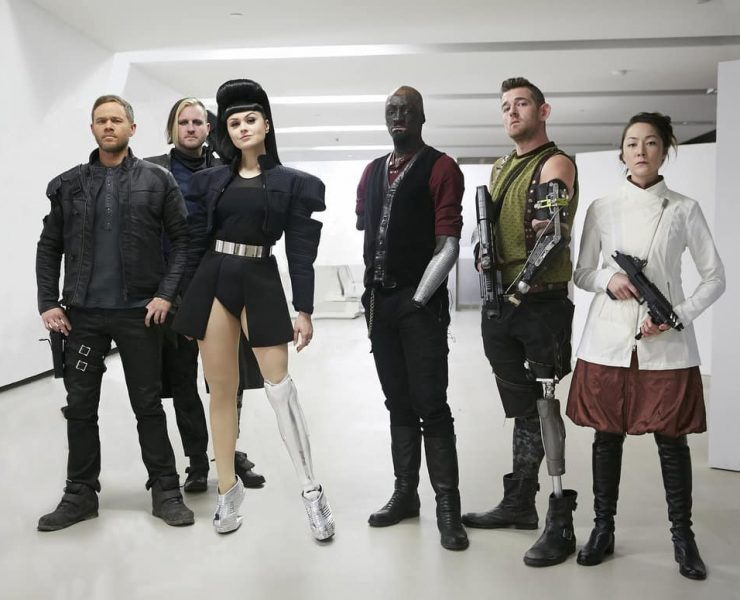 "KILLJOYS -- ""A Skinner, Darkley"" Episode 302 -- Pictured: (l-r) Aaron Ashmore as John, Michael Potter as Enforcer, Viktoria Modesta as Niko, Prince Amponsah as Havigan, Sean Fowler as Cutter, Emily Piggford as Yoki Palla"