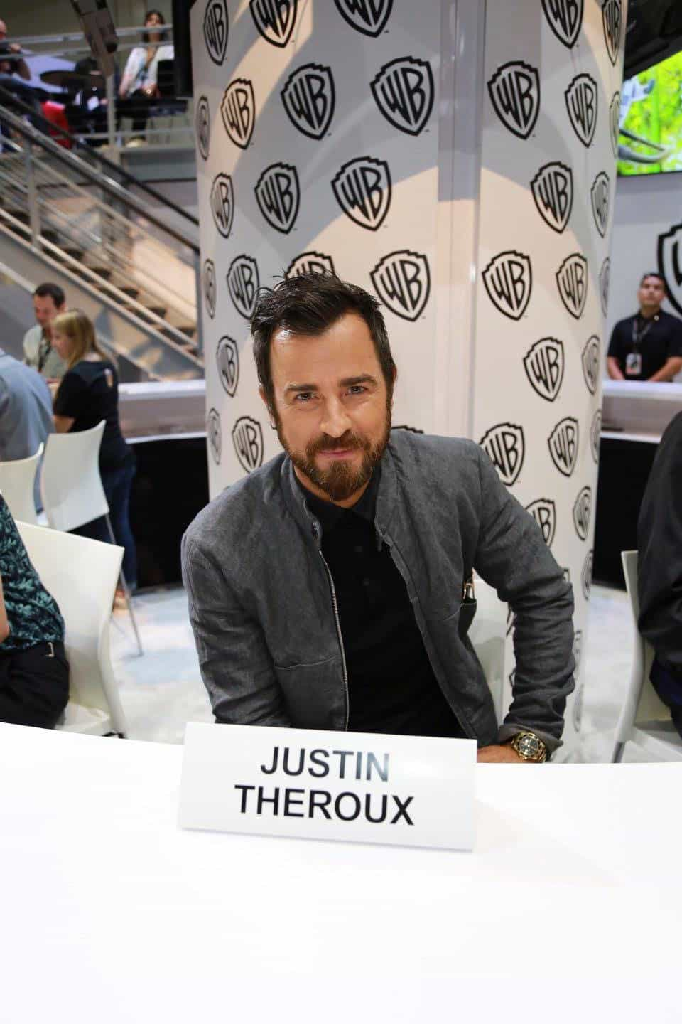 Justin Theroux stops by the Warner Bros. booth at Comic-Con 2017 on Thursday, July 20 to greet fans of THE LEGO NINJAGO MOVIE. #WBSDCC (© 2017 WBEI. All Rights Reserved)
