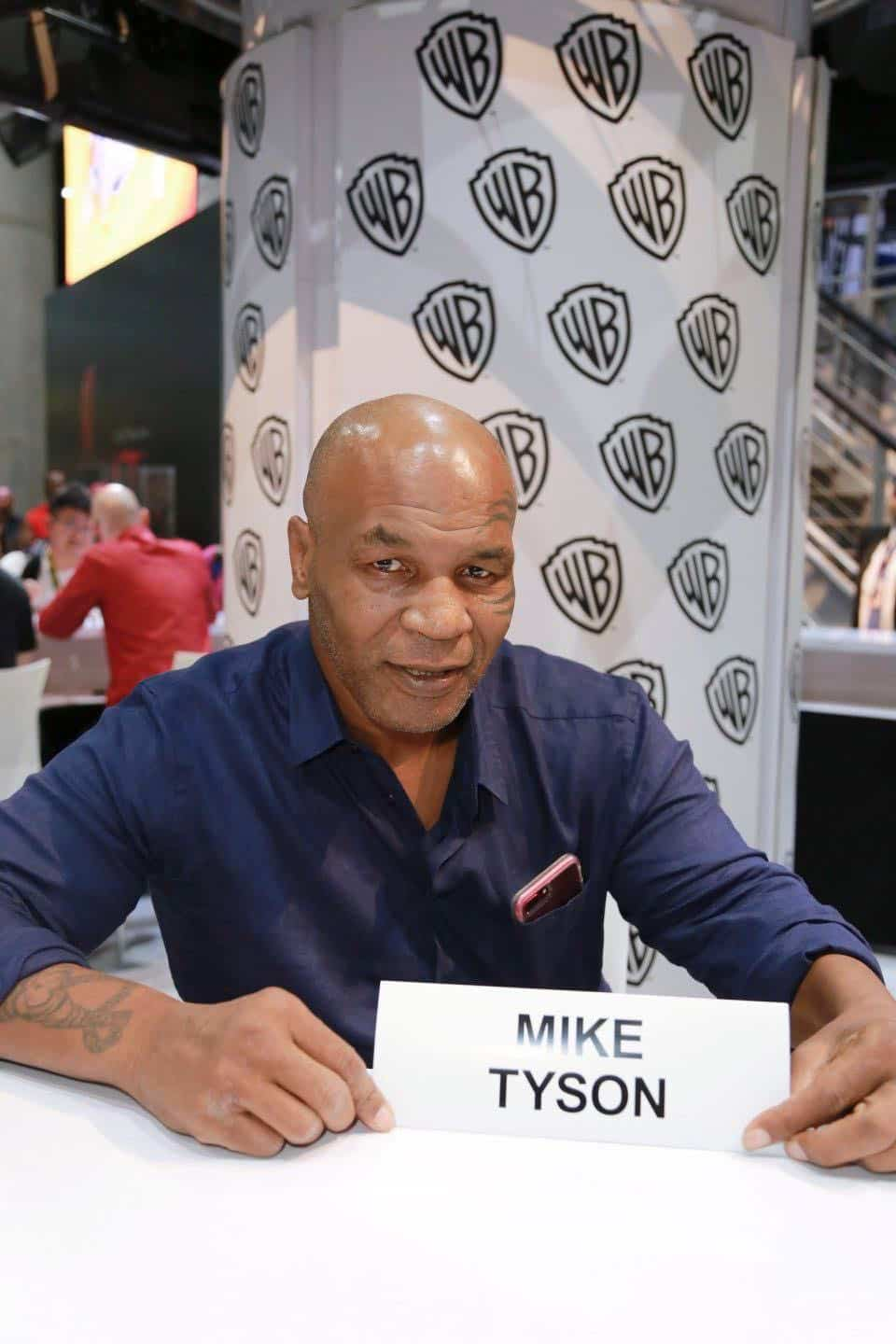 Comic Con MIKE TYSON MYSTERIES Signing 1