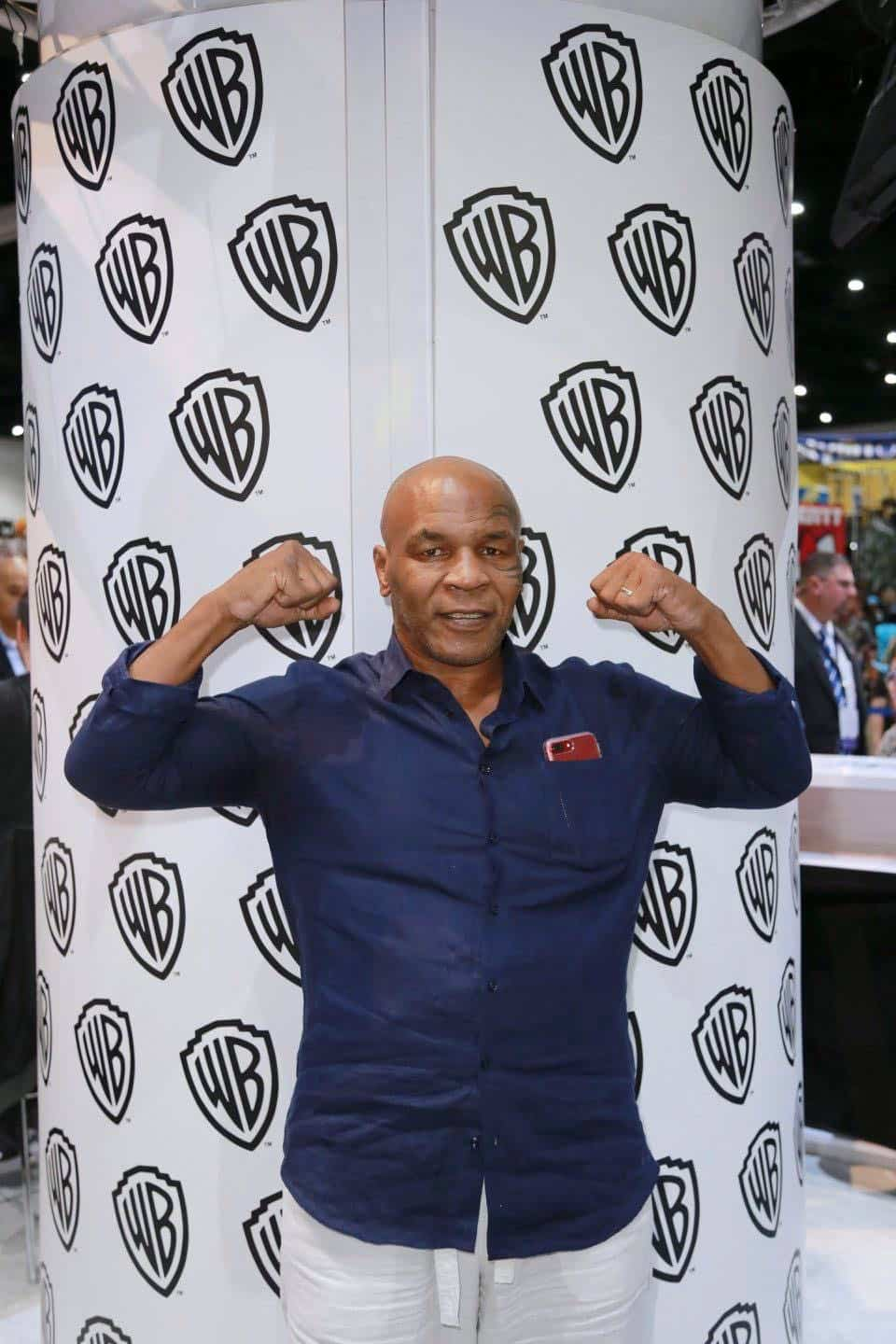 Comic Con MIKE TYSON MYSTERIES Signing 3