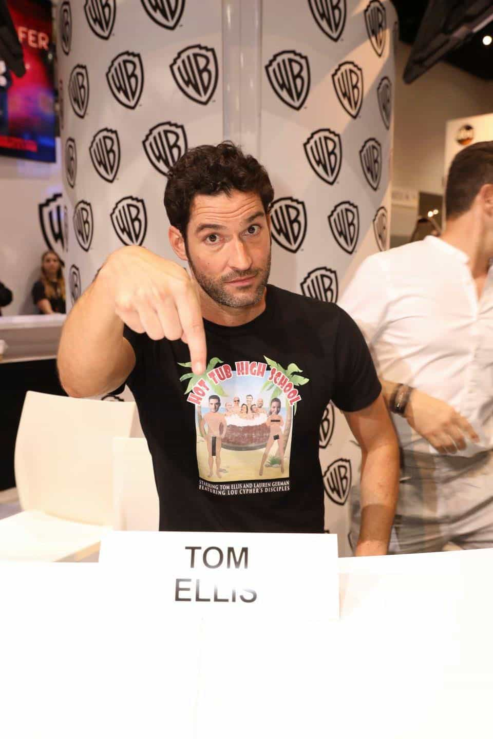 LUCIFER star Tom Ellis brings the heat to Comic-Con 2017 at the Warner Bros. booth on Saturday, July 22. #WBSDCC (© 2017 WBEI. All Rights Reserved)